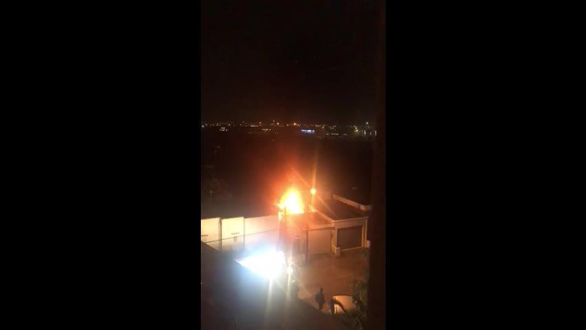 Un intoxicado y varios desalojados por el incendio de un almacén en Vila