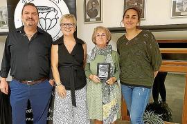 Francisca Caimari presenta en Sineu su libro 'Com érem, com som. Recull d'històries de família'