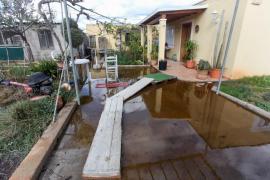 Un vertido hacia ses Feixes de Talamanca provoca inundaciones de agua pestilente