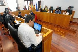 Ruiz presume de mejoras en limpieza y movilidad y la oposición habla de «suciedad y morbilidad»