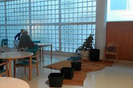 Una fisura por las obras en el hospital residencia Cas Serres ocasiona las goteras