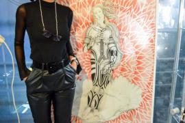 El realismo Pop art de la venezolana María Iriarte invade la peluquería Visionar Hair & More de Ibiza