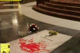 Pintadas en la tumba de Franco