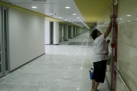 UGT anuncia una huelga de limpieza en los hospitales si no cobran  las trabajadoras