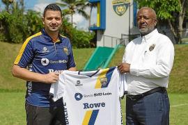 Oliver Mendoza firma por el Pantoja