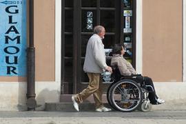 Más de 12.000 personas cuidan a sus familiares con dependencia en Baleares