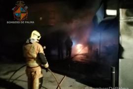 Virulento incendio en el aparcamiento de la Policía Local de Son Gotleu