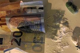 Detenido en Ibiza un septuagenario por el robo con fuerza de un móvil y un 'smart watch'
