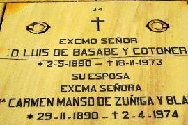 Lápidas de ciudadanos baleares en La Almudena