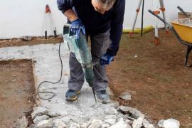 Los trabajos de exhumación de la fosa común del Cementeri Vell de Vila, en imágenes .