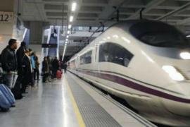 Desalojados varios trenes en Barcelona por la búsqueda de un artefacto explosivo