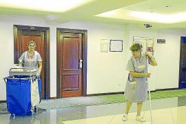 Las camareras de piso quieren 'fichar' para evitar que se hagan horas extra sin cobrar