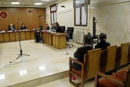 Condenadas a seis meses de cárcel y multas de 1.440 euros la dueña de 'Casa Lola' y su hija