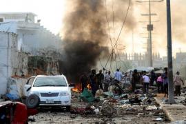 Al menos 13 muertos al estallar 3 coches bomba ante dos hoteles en Mogadiscio