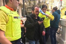 Agreden a un hombre con una bandera de España en el Metro de Barcelona