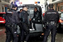 La falta de recursos limita la expulsión de delincuentes extranjeros a un centenar