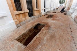 Nueva jornada de los trabajos de exhumación en el cementerio viejo de Eivissa .