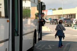 Casi el 70% de las paradas de bus de Formentera son inaccesibles para personas con movilidad reducida