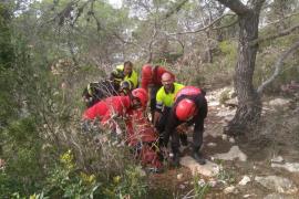 Rescate de una mujer herida en es Corrals d'en Guillem