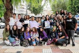 Un centenar de estudiantes se manifiestan en Ibiza contra el «machismo en las aulas»