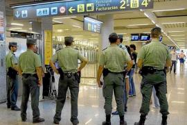 La Guardia Civil detiene dentro de un avión a un alemán reclamado por violencia machista