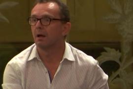 Salvador Aguilera la 'lía' en el Parlament durante la declaración contra la violencia de género