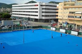 Vila cambia el patio de hormigón del colegio de Sa Graduada por uno de goma