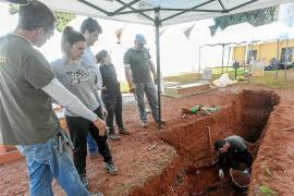 Decepción en el Cementeri Vell al no hallar restos en las dos zonas en que esperaban encontrarlos