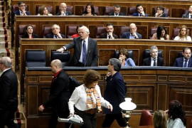 Borrell denuncia que un diputado de ERC le ha escupido en el Congreso