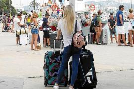 Fomento del Turismo dice que la temporada ha ido peor, sobre todo en comercio y restauración