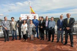 El 'Volcán de Tijarafe' celebra en Ibiza con un cóctel a bordo su llegada a la isla