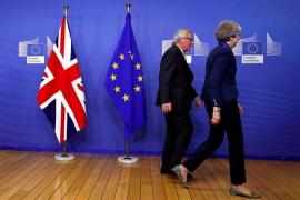 Los 27 dan su apoyo al 'Brexit' tras salvar la amenaza de veto de España