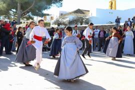La jornada más 'pagesa' de las fiestas de Santa Gertrudis, en imágenes. (Fotos: Irene Arango)