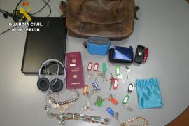 Prisión para dos detenidos como autores de varios robos en viviendas de Sant Josep