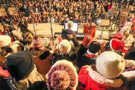 El ambiente navideño renace en Ibiza y copa de espíritu a Vara de Rey