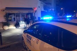La Policía Local detiene 'in fraganti' a un hombre que reventó un bar de Ibiza