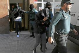 La Guardia Civil durante los arrestos