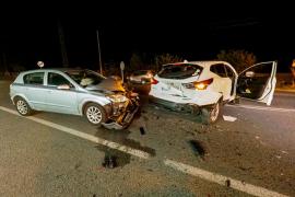 Fuerte colisión entre dos vehículos en la carretera de Sant Josep