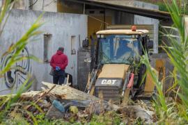 La Guardia Civil inspecciona y remueve tierras junto a la casa okupa por donde pasó Nuria Ester