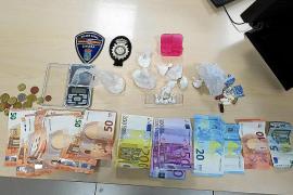 Detenida en Ibiza por conducir de forma temeraria, drogada, sin carné y con un 'muestrario' de drogas