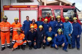Una quincena de aspirantes participan en el curso básico para bombero de Formentera