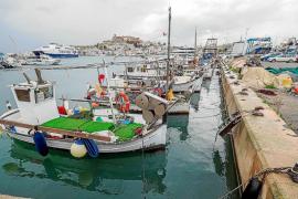 Los pescadores pierden entre 200 y 1.800 euros por barco cada jornada que no faenan