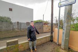 Vecinos de Sant Jordi piden que se retire un muro que bloquea la salida de su calle