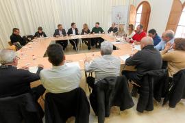 Sant Josep estudiará declarar zonas turísticas maduras en Platja d'en Bossa y Cala de Bou