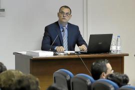 Miquel Ballester leyendo su tesis doctoral