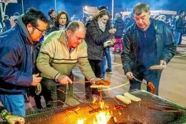 Ibicencos de toda la isla degustan el vino de Sant Mateu y más de 200 kilos de embutidos