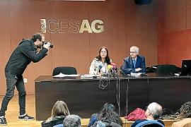 Ángeles Durán presentando al presidente de la FAPE
