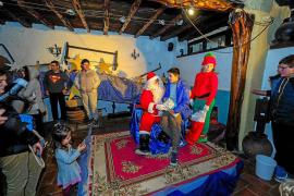 Papá Noel llega a Las Dalias cargado de regalos para todos
