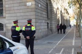 Los familiares de la víctima de un tiroteo en Barcelona queman el piso del presunto agresor