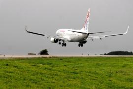 83 vuelos para 12.214 pasajeros en el día con más tráfico de las fiestas en Ibiza